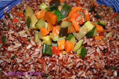 Riso rosso con verdure estive e crema di yogurt - Cardamomo & co