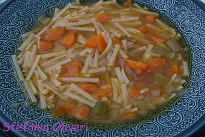Minestra facile di carote, sedano e cipolle - Cardamomo & co