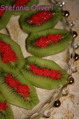 Antipasto natalizio di kiwi e caviale - Cardamomo & co
