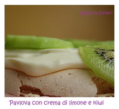 Pavlova crema di limone e kiwi