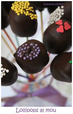 Lollipops senza glutine al mou e cioccolato - Cardamomo & co