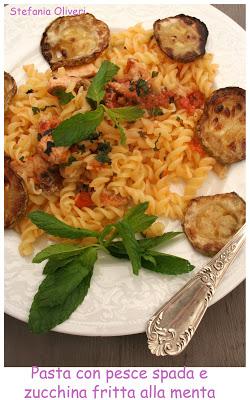 Pasta con pesce spada, chips di zucchina fritta profumata alla menta- Cardamomo & co