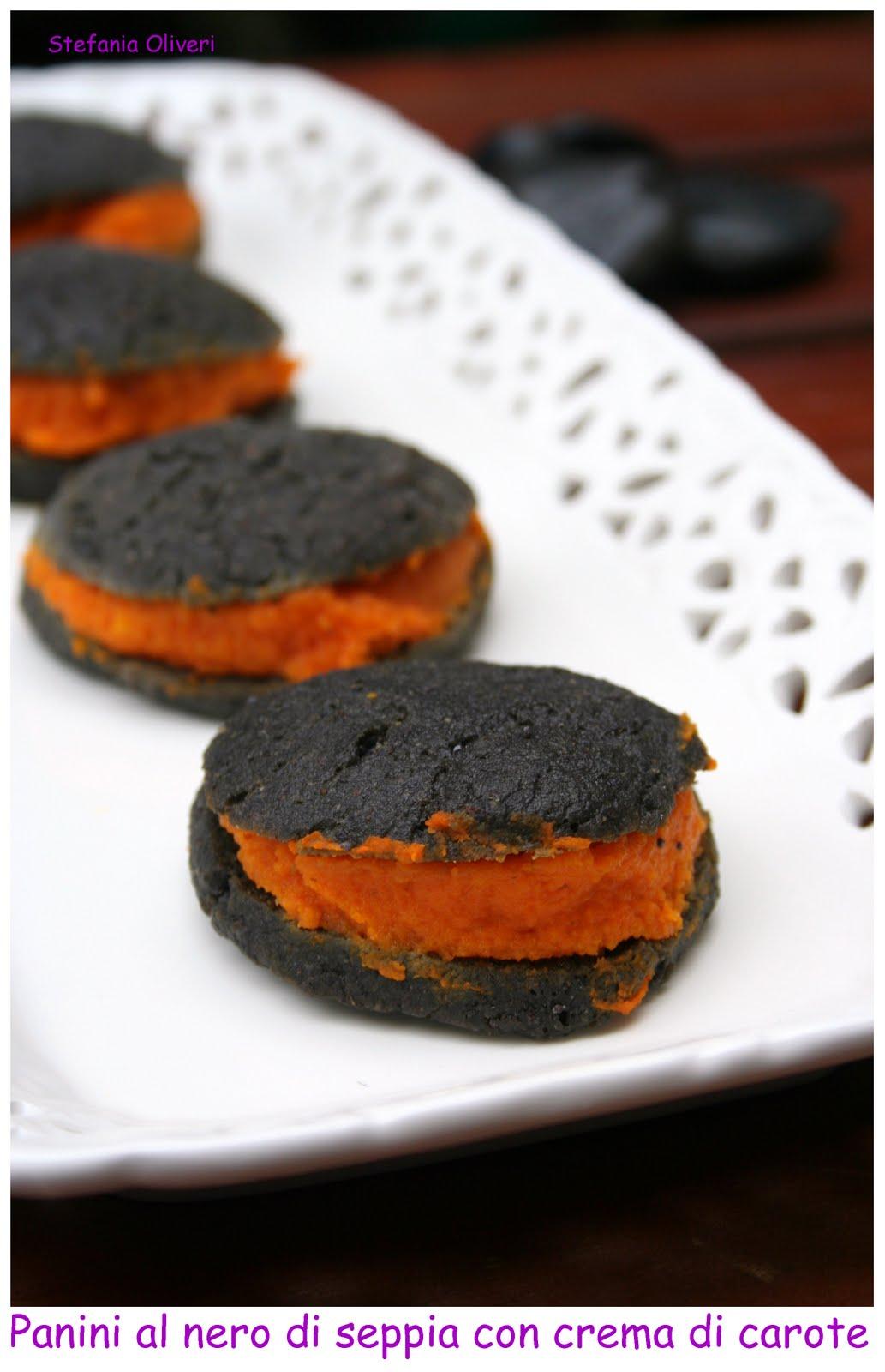 Panini per Halloween: nero di seppia e crema di carote - Cardamomo & co