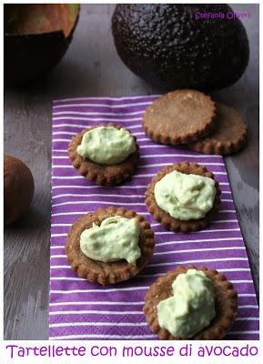 Mousse di avocado e tartallette di finta sfoglia senza glutine
