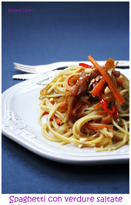 Spaghetti con verdure saltate facilissima - Cardamomo & co