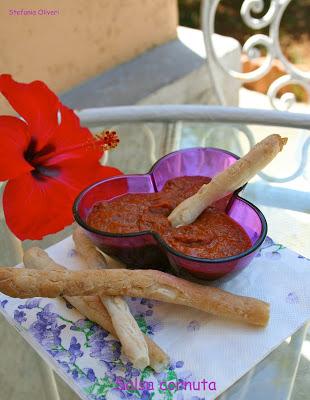 Crema di concentrato di pomodoro, capperi e origano