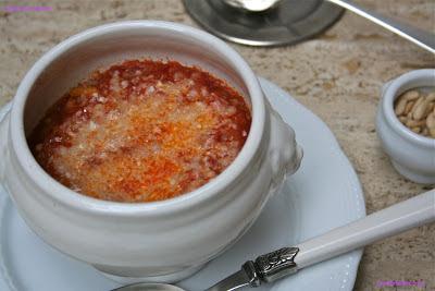Minestra di porri e pinoli con crosta di parmigiano - Cardamomo & co