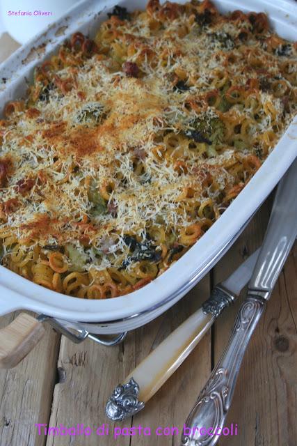 Timballo di pasta con broccoli, olive e pancetta - Cardamomo & co