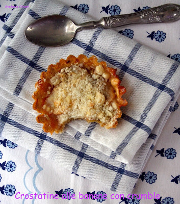 Crostatine con crumble di banane - Cardamomo & co