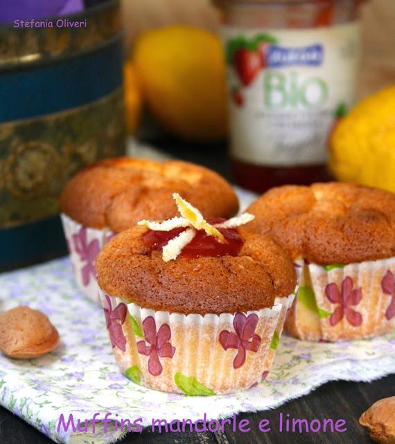 Muffins mandorle limone e marmellata di fragole bio - Cardamomo & co