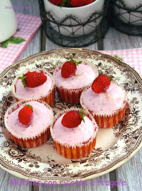 cupcakes con frosting alla fragola