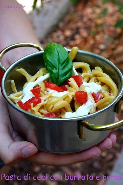 Pasta di ceci con burrata e pomodori - Cardamomo & co