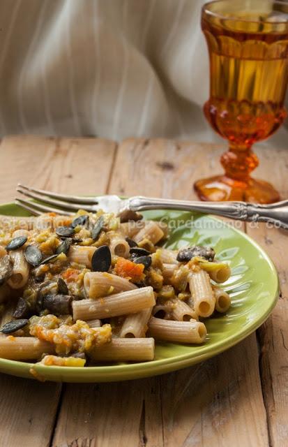 Pasta cavolfiore, zucca e funghi - Cardamomo & co