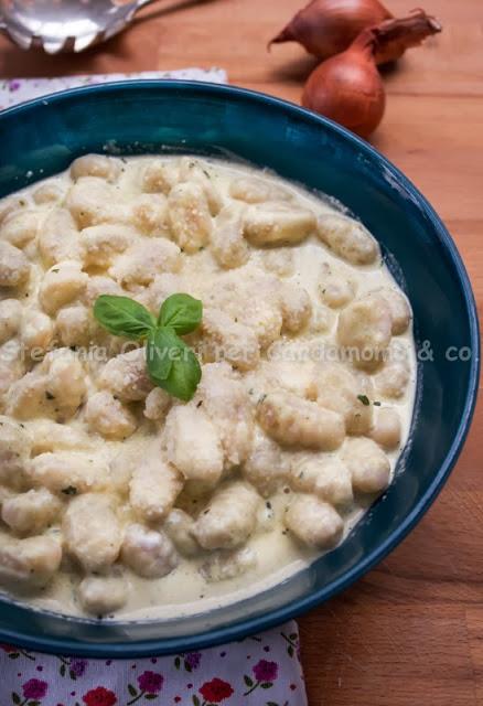 Gnocchi di patate con salsa di basilico e curry - Cardamomo & co