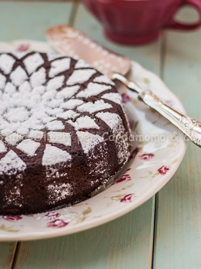 Torta al cioccolato e marmellata di albicocche - Cardamomo & co
