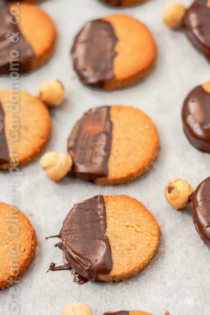 Biscotti alle nocciole senza glutine, burro, zucchero - Cardamomo & co