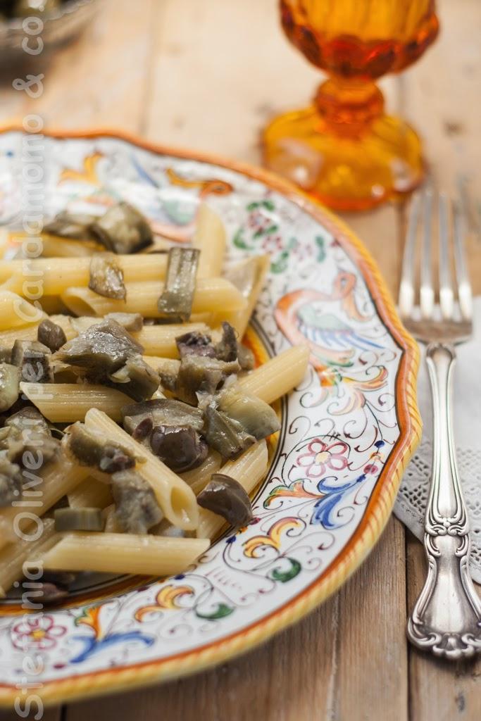 Pasta carciofi, olive e capperi