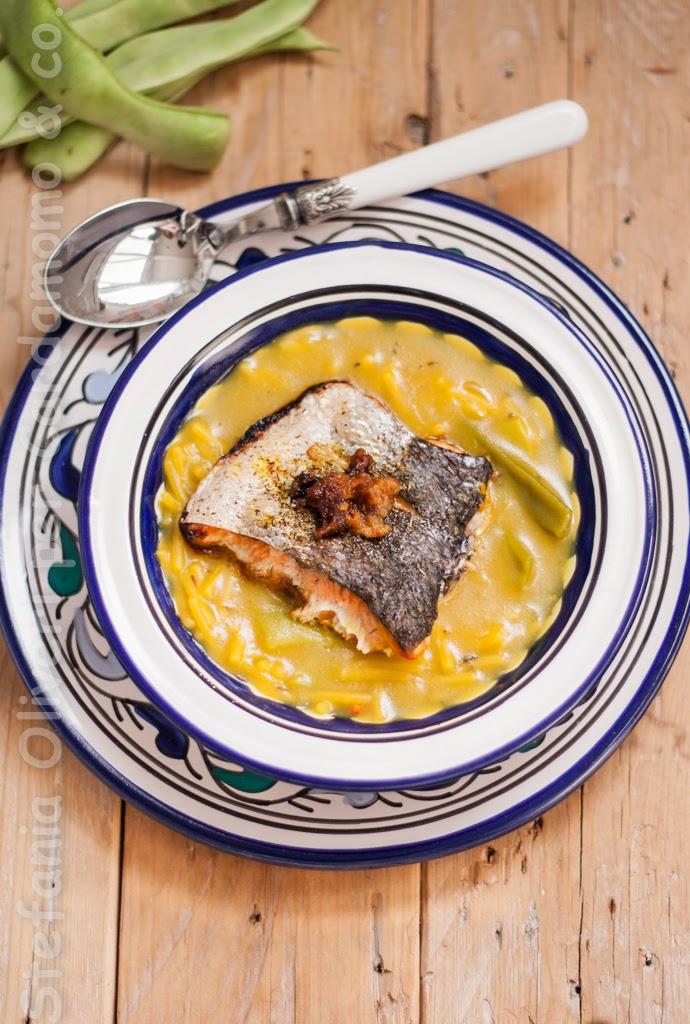 salmone-allasiatica-e-noodle-in-brodo-