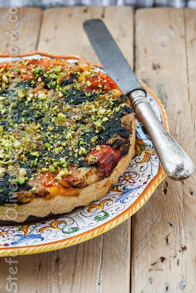 """Tarte tatin siciliana con pomodorini e """"tenerumi"""" senza glutine"""