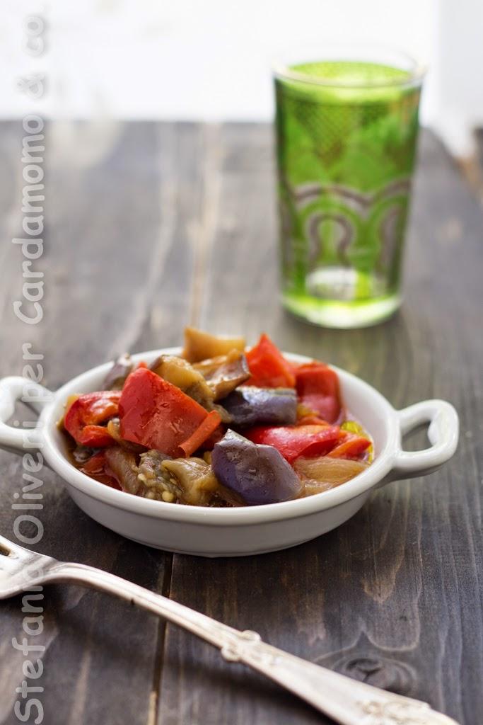 Melanzane pomodori e peperoni in casseruola - Cardamomo & co.