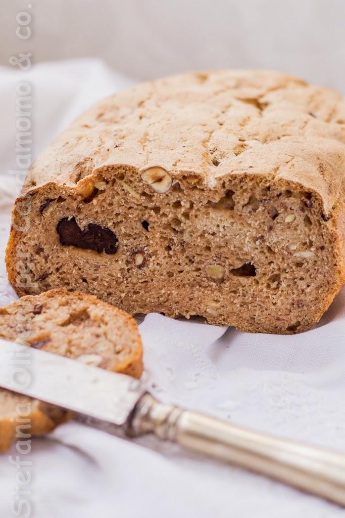 Pane integrale alle albicocche