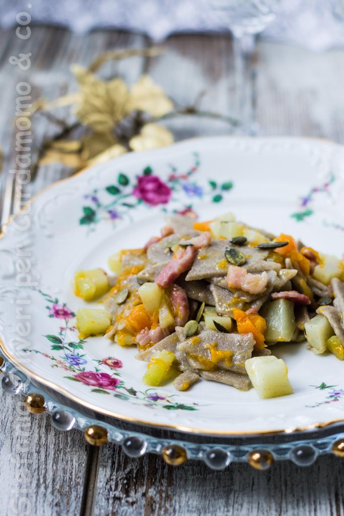 Pasta di lenticchie con pancetta e verdure - Cardamomo & co