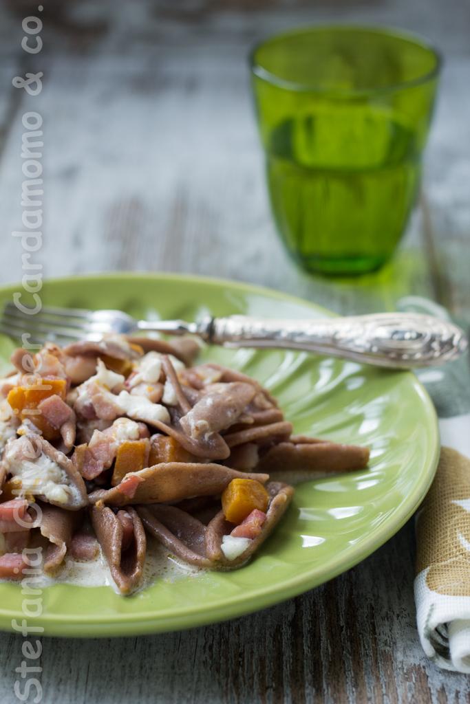 Trofie alle castagne senza glutine con zucca, burrata e pancetta