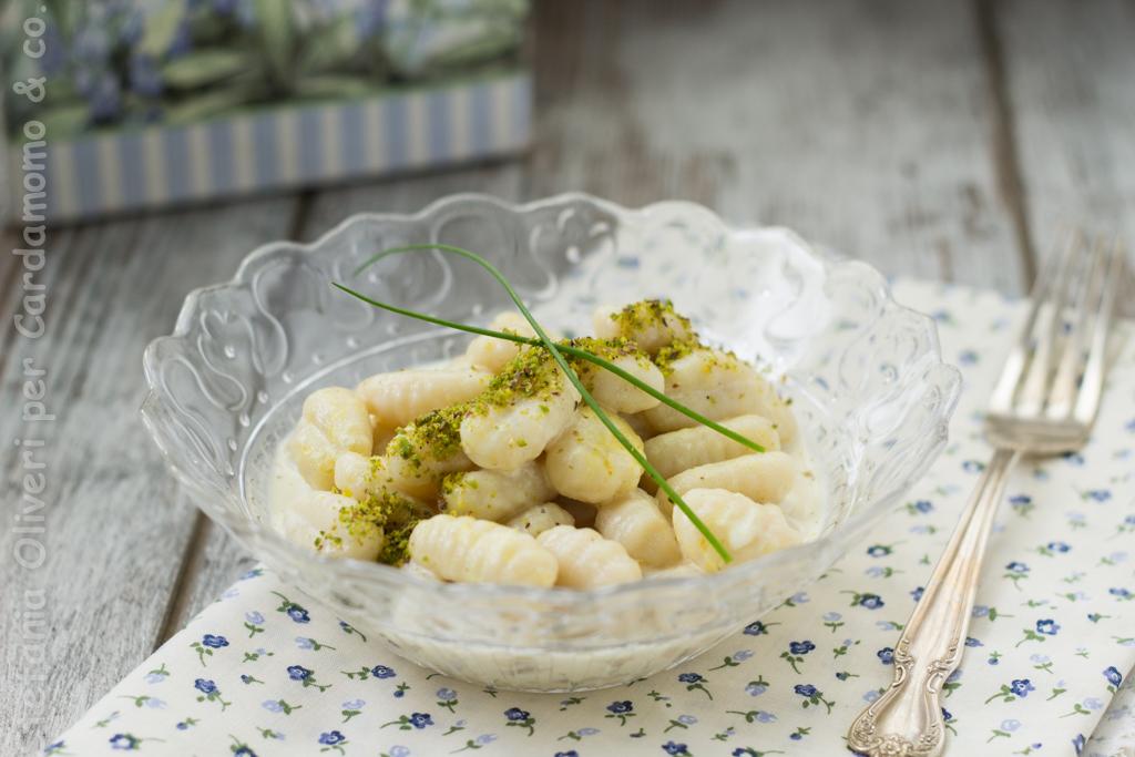 Gnocchi con salsa di spigola e curry - Cardamomo & co