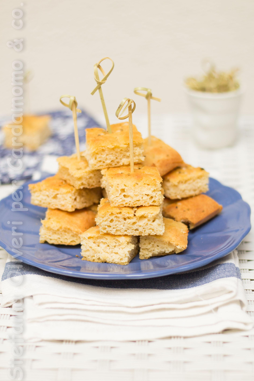Focaccia genovese senza glutine con lievito madre - Cardamomo & co