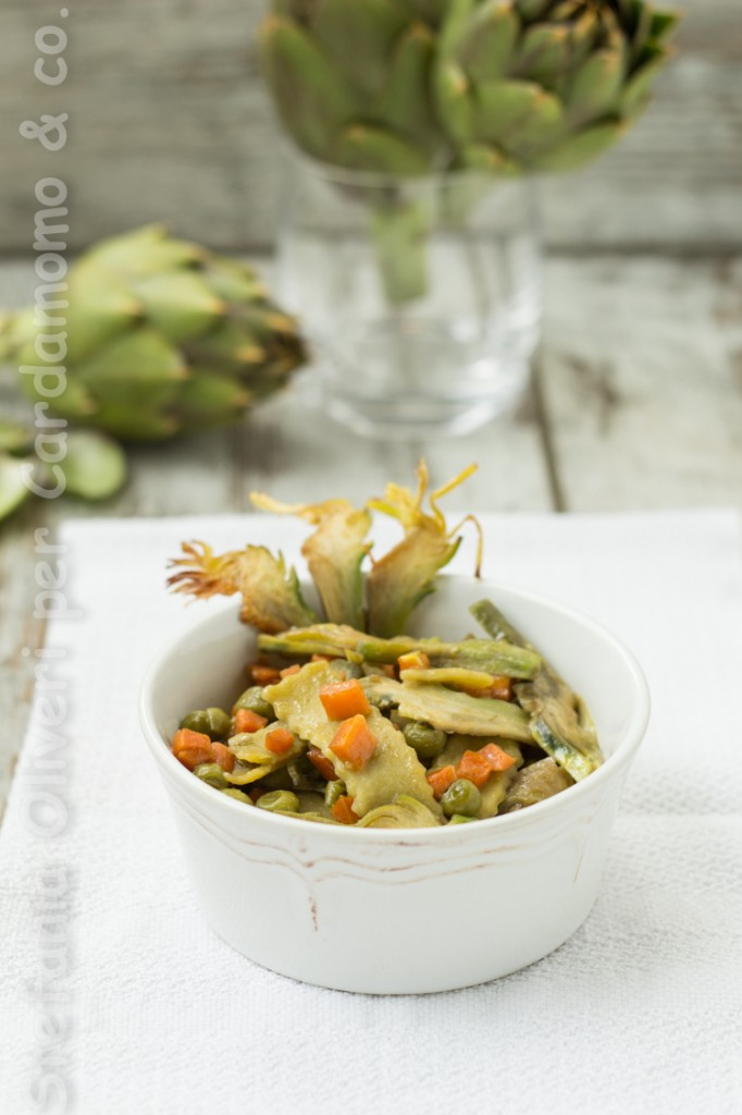 Pasta di piselli con verdure primaverili