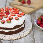 Torta cioccolato crema yogurt e fragole cardamomo & co 2923