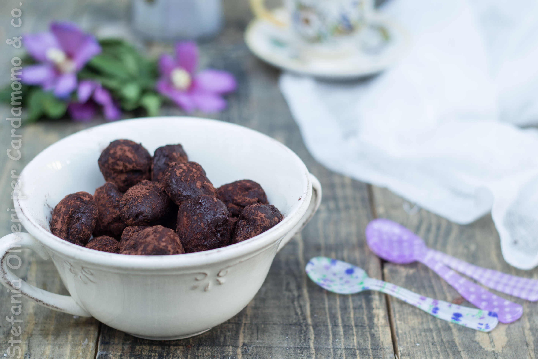 Tartufini vegani al burro d'arachidi e cacao - Cardamomo & co