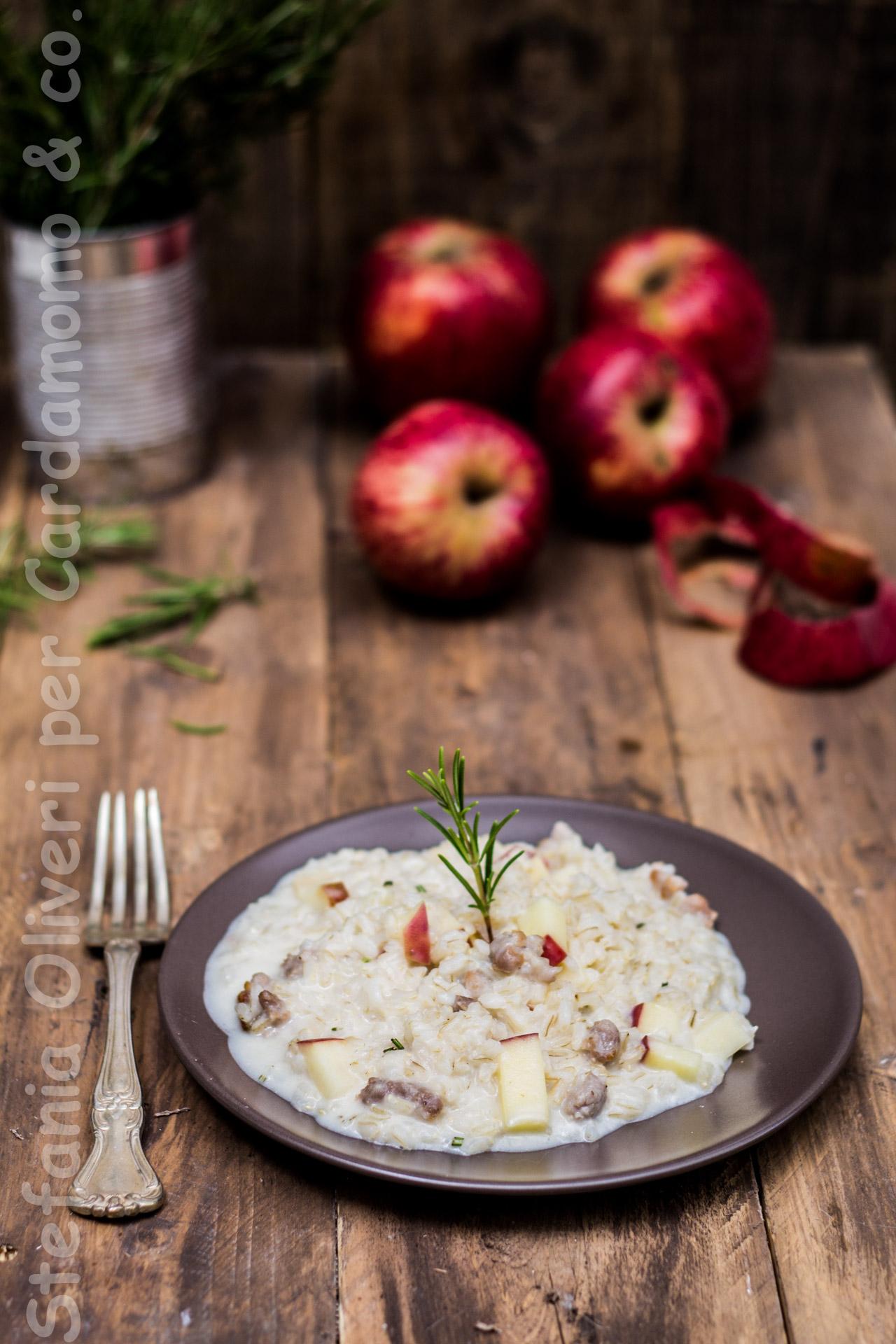 Risotto salsiccia, mele, stracchino e rosmarino - Cardamomo & co