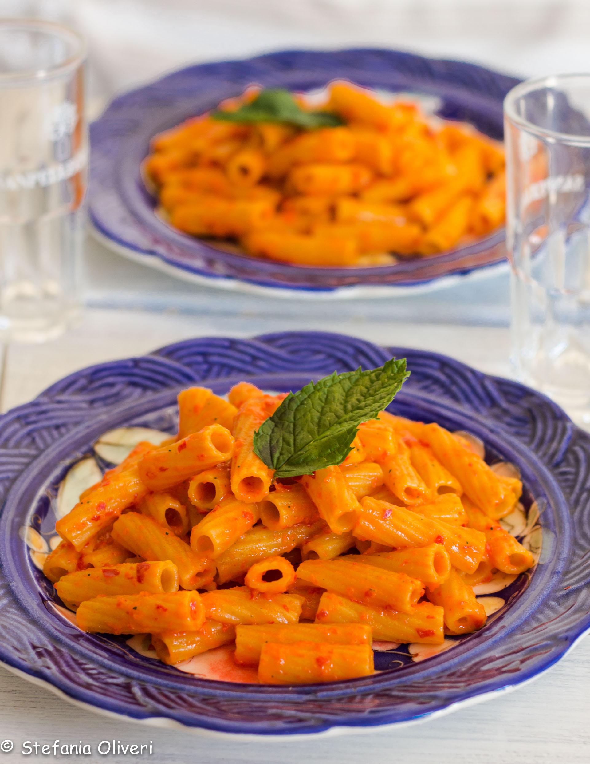 Pasta ai cereali con salsa al peperone crudo - Cardamomo & co