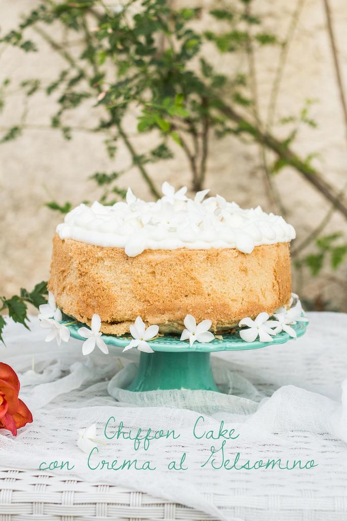 Chiffon Cake senza glutine con crema al gelsomino