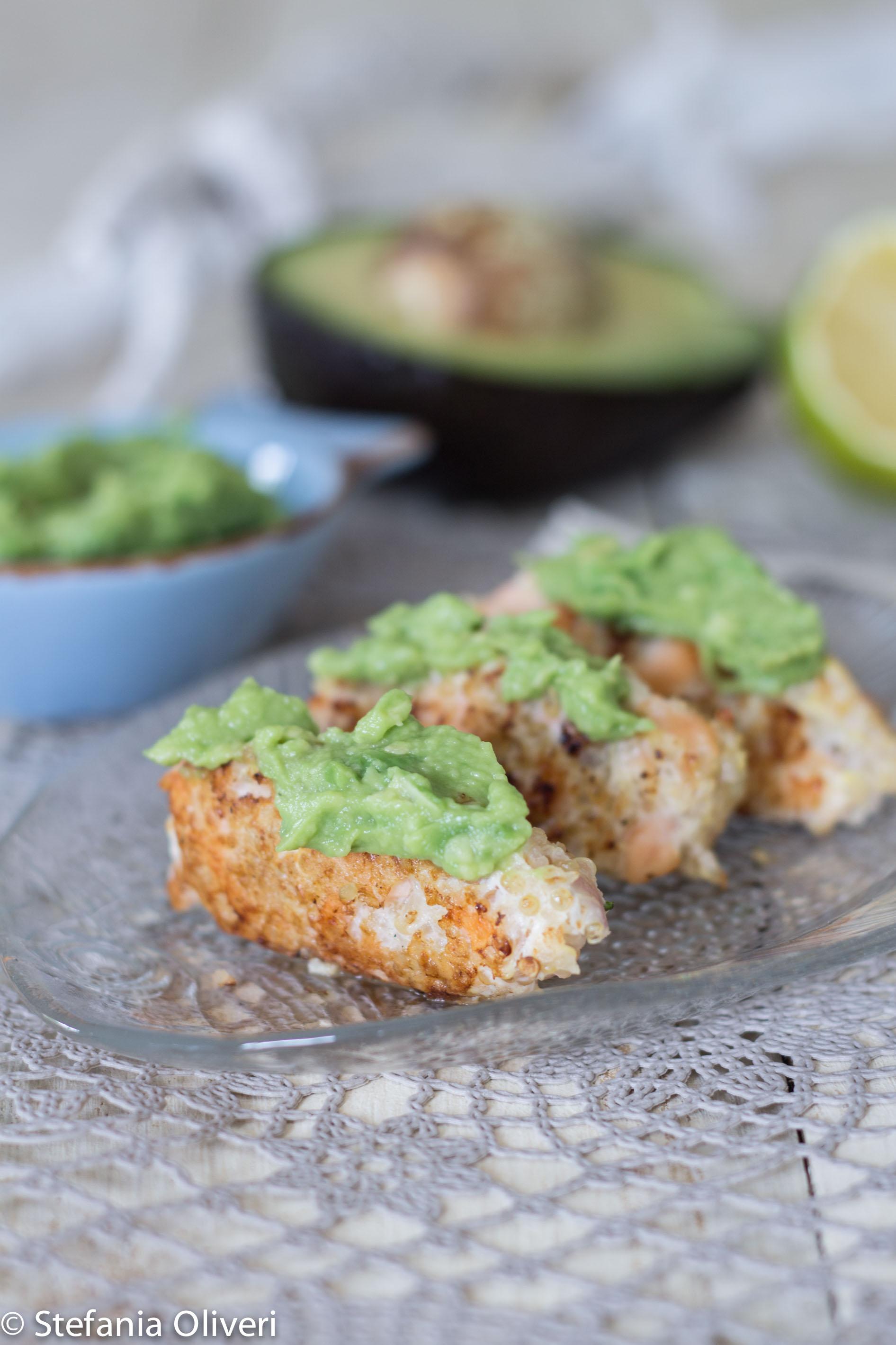 Quenelle di salmone e quinoa e salsa di avocado - Cardamomo & co