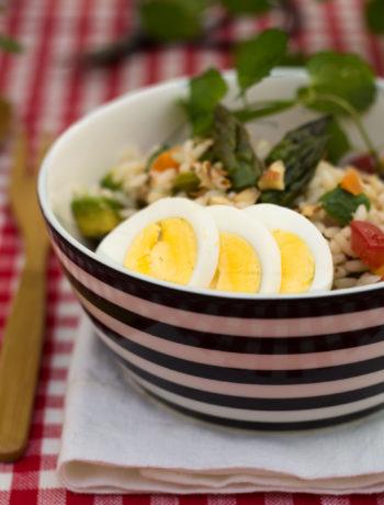 Insalata di riso vegetariana con asparagi - Cardamomo & co