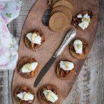 Blinis di castagne con ricotta, pancetta e anacardi - Cardamomo & co