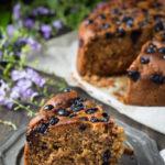Torta morbidissima senza glutine e burro ai mirtilli - Cardamomo & co