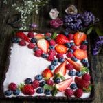 Crostata senza cottura e glutine con fragole - Cardamomo & co