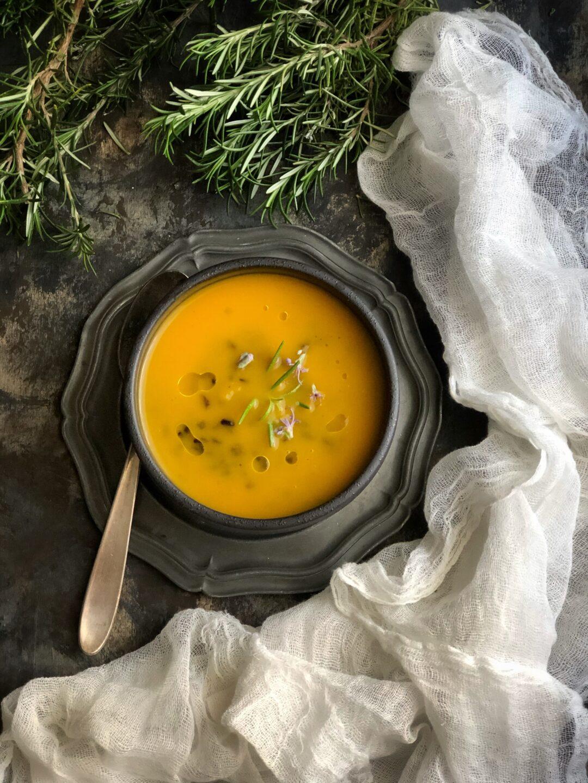 Zuppa di zucca e rosmarino senza patate - Cardamomo & co